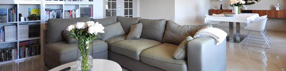 Salon intérieur de maison spacieuse